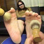ガチ素人女性の足の裏を観察・くすぐり・弄り舐めて反応を楽しむ極上マニア動画